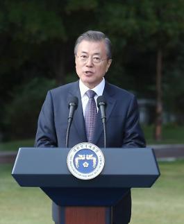 """북한 매체, 문 대통령 겨냥 외세에 구걸하는 구차한 추태"""" 비난"""