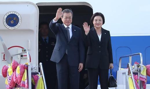文대통령, 태국 방문 마치고 서울 도착..한·일 갈등 등 국정현안 점검