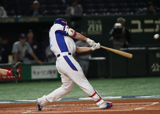 [야구 프리미어 12] 두산 4번 타자 김재환, 한국 첫 홈런 주인공…기선제압 3점포