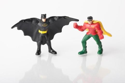 배트맨의 갑옷을 플라스틱으로 만든다?