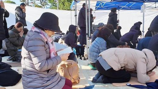 [2020 수능현장] 기다림도 기도와 함께…교회·절·성당 찾은 수험생 부모들