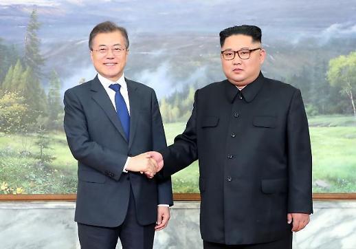 문 대통령, 김정은에 한·아세안 초청 친서..北 참석 이유 못찾아 거절