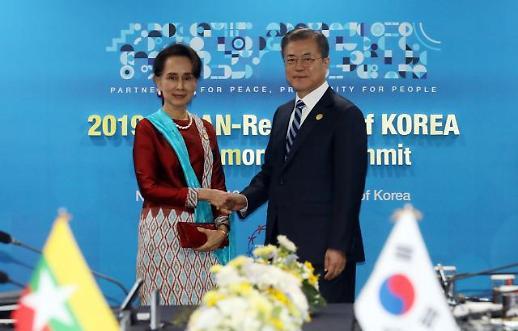 [한·아세안 정상회의] 한·미얀마 정상회담...文 한국전 쌀지원은 숭고 수치 韓 평화에 기여할 것