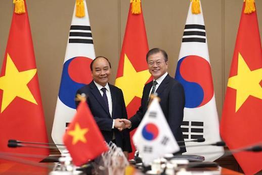[한·아세안 결산] 한·베트남 정상회담...文 대통령 투자 확대 위한 관심·지원 당부