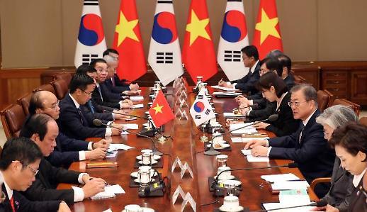 [한·베트남 정상회담] 文대통령 베트남, 연 7% 넘는 놀라운 경제성장…新남방과 시너지 기대