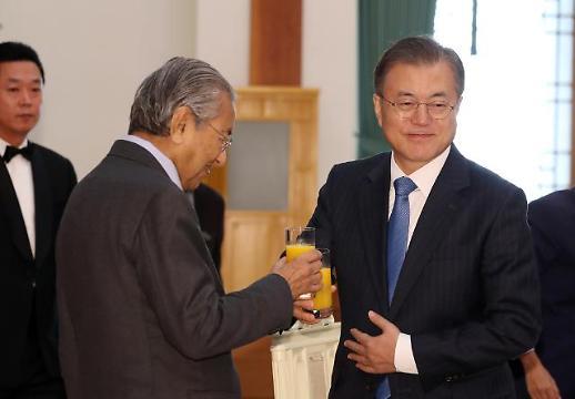 [전문] 文 대통령 말레이 동방+한국 新남방 통해 4차 산업혁명 대응
