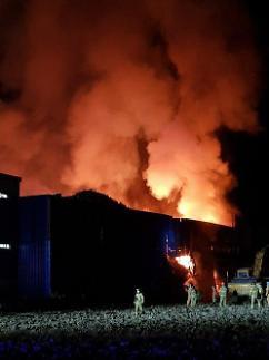 나주 폐목재공장 화재 이틀째 진화 중…1000t 가까이 불타