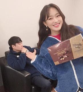 [#SNS★]주시은, 배성재 초콜릿 받고 행복한 미소...왜? #철파엠