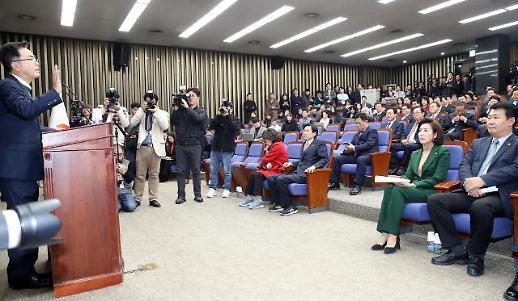 """한국당, 황교안 '월권 논란'으로 '시끌'…김태흠 """"이게 정당이냐"""""""