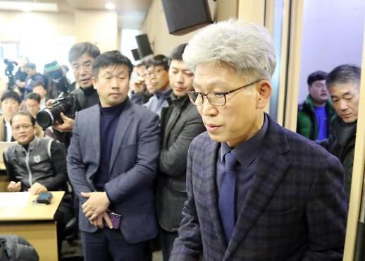 [포토] 기자회견장 들어서는 송병기 울산시 경제부시장