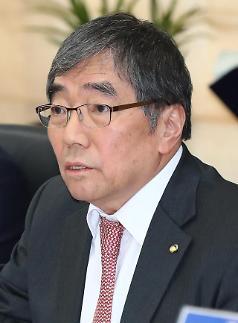 """윤석헌 """"신한금융 주주 의사결정권 침해 아냐"""""""