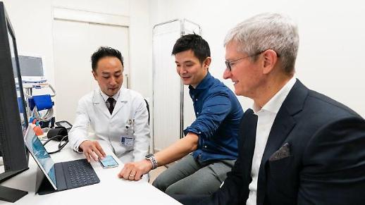 팀 쿡, 3년만에 방일…삼성 5G 공세에 관리 나선 애플