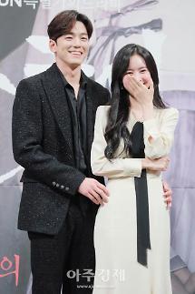 [포토] 김민규-진세연, 수줍은 백허그 (간택-여인들의 전쟁)