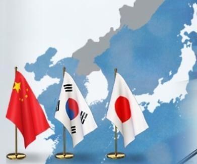방중길 오른 文대통령…한·중·일 외교전 연다
