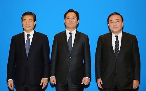 성윤모-日경제산업상, 한중일 회담 직후 별도 회동