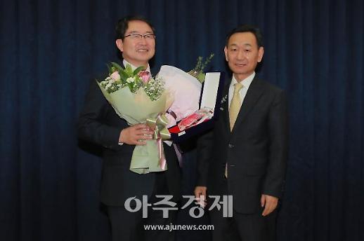 [포토] 백승주 의원, 베스트상 수상 (아주경제 베스트 의정대상)