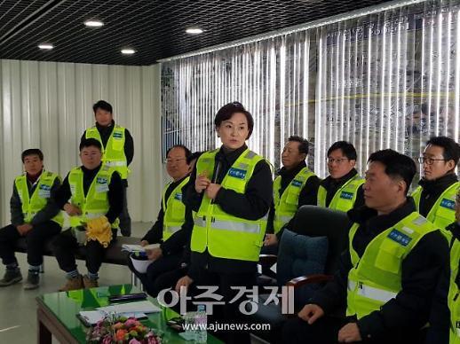[포토] 김현미 장관, 서해선 복선전철 건설현장 안전 당부