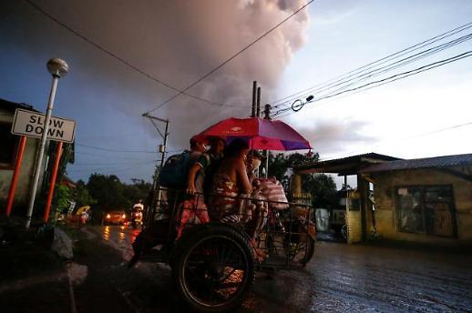 """필리핀 탈 화산, 더 큰 폭발 징후…""""단기간에 안 끝나"""""""