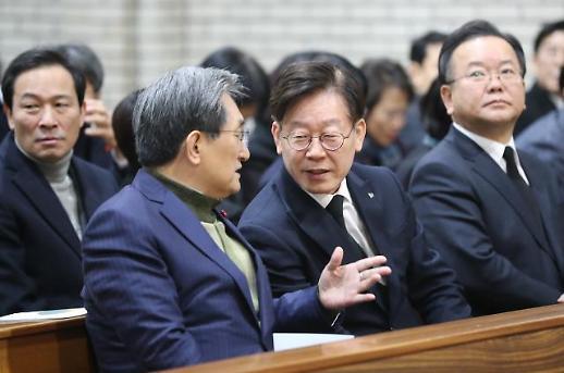 """노영민, '부동산 매매 허가제' 언급한 강기정에 """"사고 쳤네"""""""