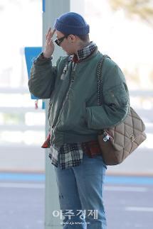 [포토] 지드래곤, 엄마 백(?) 메고 출국 (공항패션)