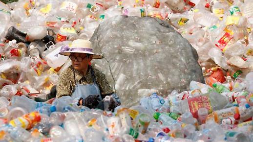 중국 플라스틱과의 전쟁…일회용 빨대 등 금지령
