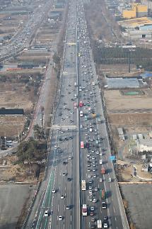 설 연휴 고속도로 통행료 면제 '27일' 제외···치킨 배달도 밀린다