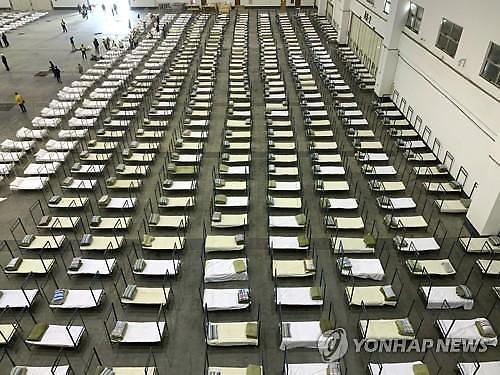 [오늘의 세계 사진]신종 코로나 확산에 전시장에 병상 2000개 등장