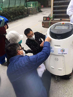 中, 5G 클라우드 로봇 우한 병원 투입… 24시간 소독 한다