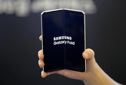 삼성전자, 새 폴더블폰 출시 앞두고 갤폴드 출고가 40만원 인하