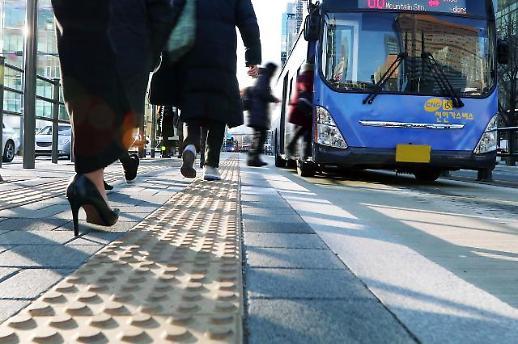 서울시내 대중교통 1회 이동시 1103원 지불, 1.3회 환승 이용했다