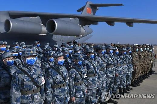 [오늘의 세계 사진]코로나19를 퇴치하라...마스크로 무장한 中인민해방군