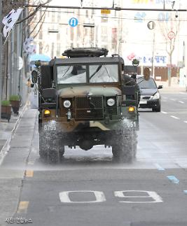 [코로나19] 방역 작전 대구 대명동 일대에 軍 50사단 제독차량 출동