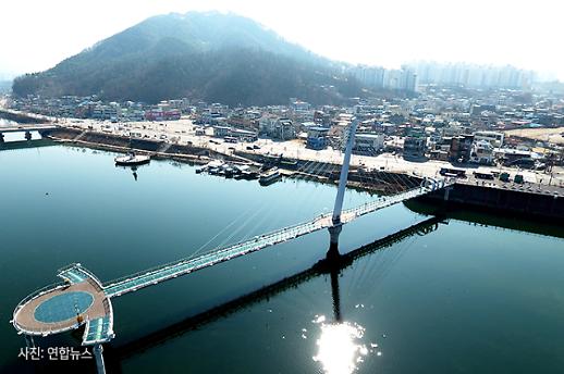 [코로나19 PIC] 관광객 발길 뚝 한적한 소양강스카이워크