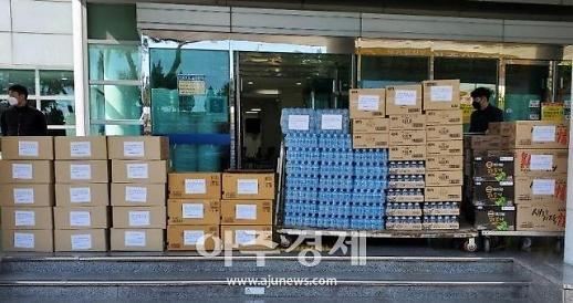 포스코 포항제철소, 코로나19 선별진료소 지원물품 전달