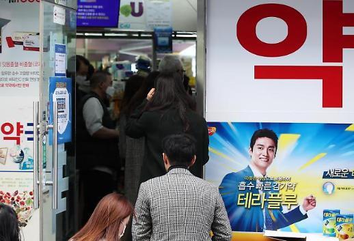 """[코로나19] '5부제 첫 주말' 마스크 1036만장 공급…""""주중과 중복구매 불가"""""""
