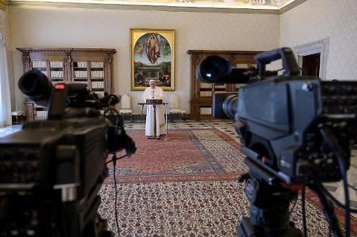 [광화문갤러리] 코로나19 종식 위해 교황도 하는 인터넷 중계, 우리 교회는 왜 모이나?