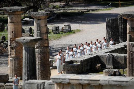 [코로나19] 도쿄 올림픽 성화 출발식, 무관중 행사로 진행