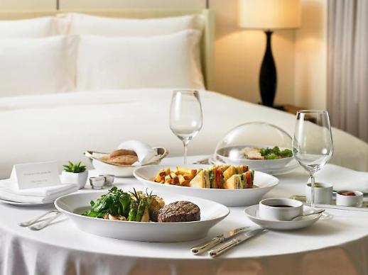 언택트 열풍에…호텔 룸 서비스 인기