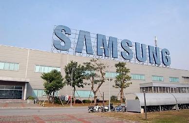 Trong lúc Việt Nam kiểm soát chặt chẽ các chuyến bay, hơn 1000 nhân viên LG và Samsung được phép nhập cảnh