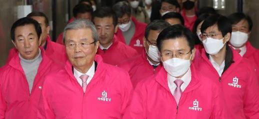 [포토] 중앙선거대책위원회의 참석하는 황교안-김종인