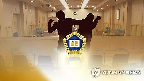 """아버지 폭행치사 30대 국민참여재판서 집행유예…""""폭력피해 참작"""""""