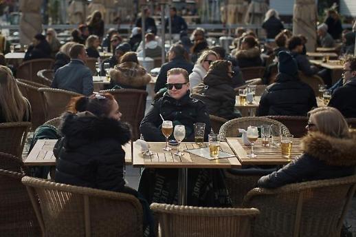 국민들 상대로 러시안 룰렛 스웨덴 확진자 급증…사망도 400명 넘어서