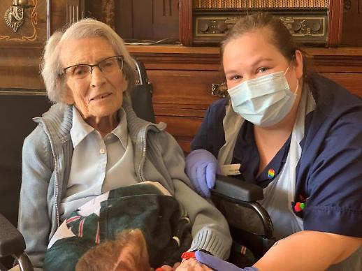 [포토] 놀라운 106세 여성의 코로나 완치 판정