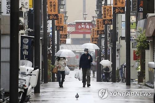 [코로나19] 일본 신규 확진 이틀째 300명대...사망자 25명 늘어