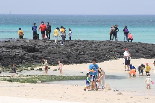 [포토] 관광객으로 붐비는 한담 해변