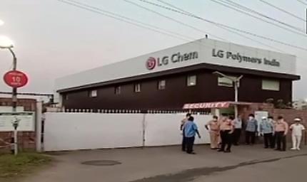 LG화학 인도공장서 가스 유출 사고…최소 9명 사망