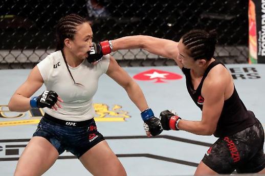 [포토] 놀라운 UFC 여자파이터의 펀치력