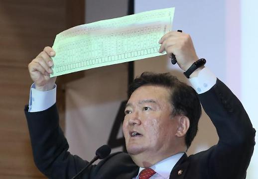 [포토] 비례대표 투표용지 무더기 발견 주장하는 민경욱 의원