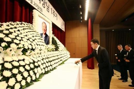 구본무 회장 2주기...LG 공식 행사 없이 가족 추모