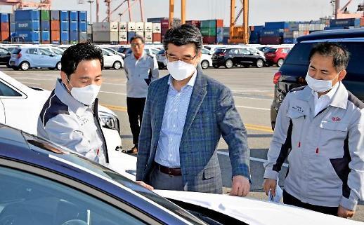 송호성 기아차 사장, 취임 첫 외부 공식일정 평택항 방문... '수출 확대 강조'